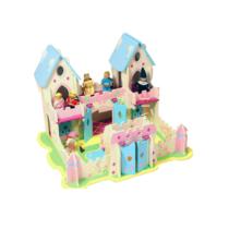 Castle din lemn cu figurine
